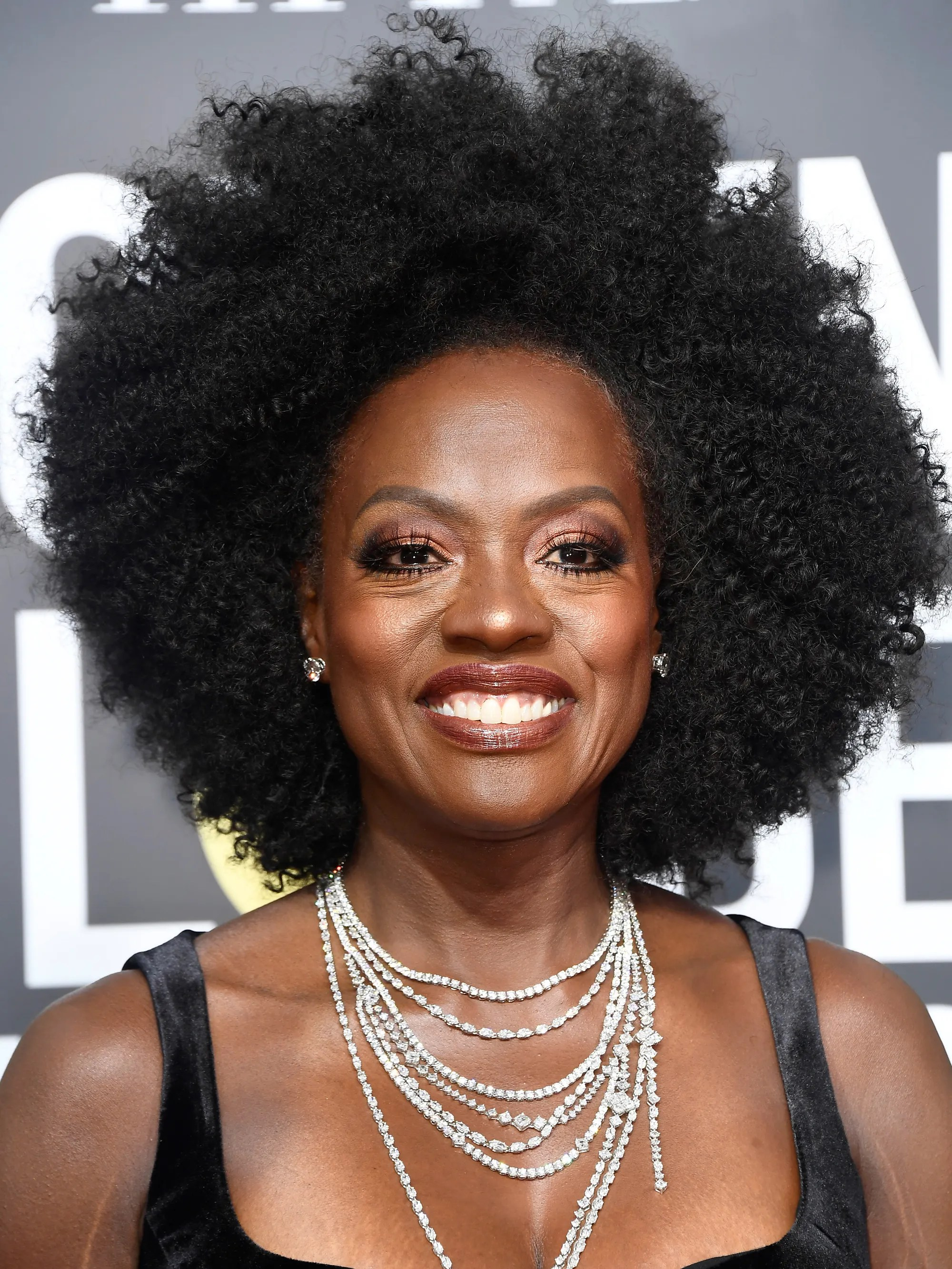 Viola Davis Rocks Her Fro On The Golden Globes Red Carpet
