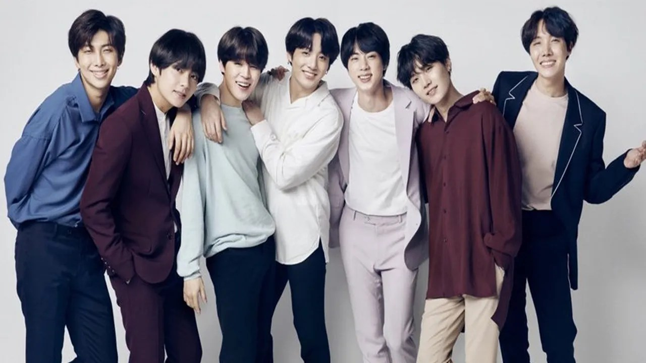 Every Bts Member Has Black Hair Now And K Pop Fans Are