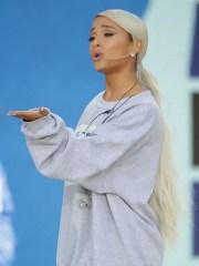 ariana grande debuted blonde