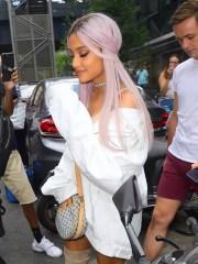 ariana grande debuts lavender hair