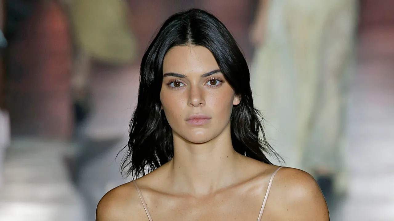 Kendall Jenner Wore Hair Extensions To Drakes Birthday