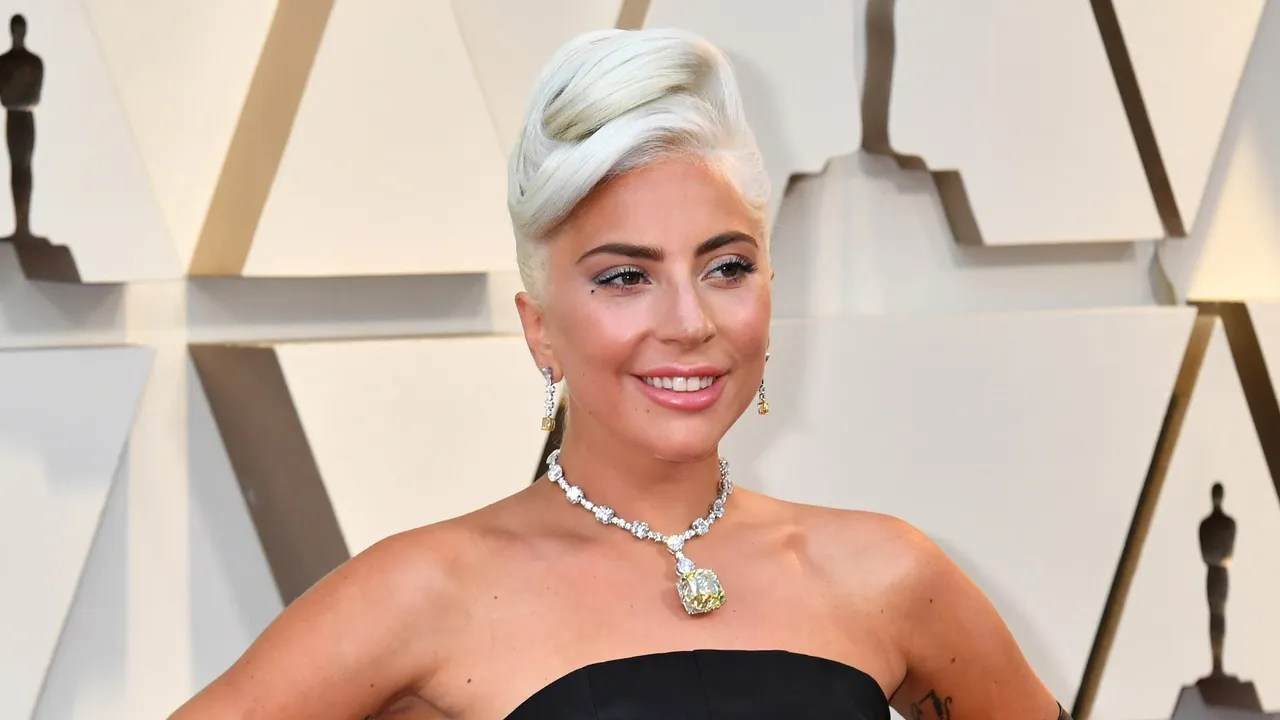 Lady Gaga Oscars 2019 Hair And Makeup Details Of Her Red