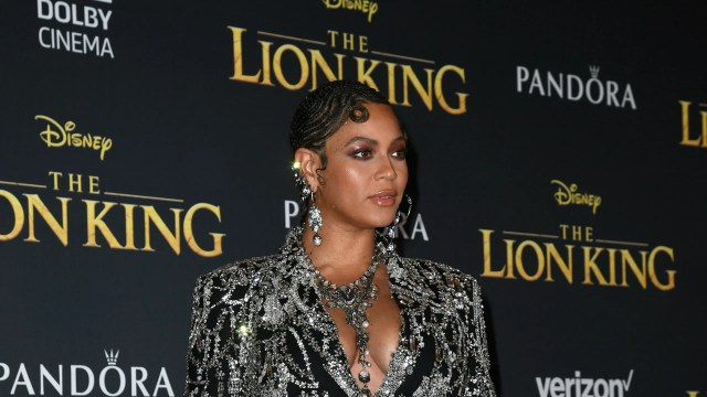 beyoncé wears swirling cornrows and pin curls to 'the lion