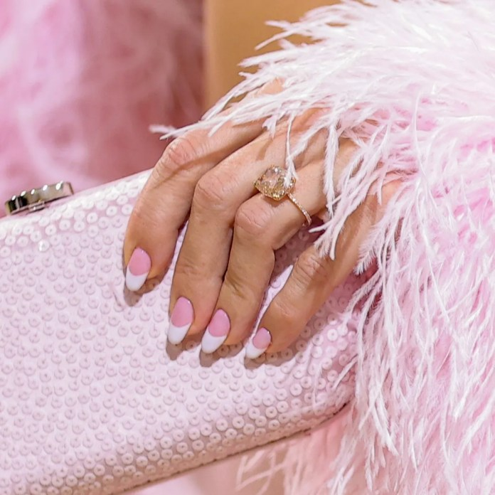 Kate Hudson's French manicure at the 2021 Met Gala