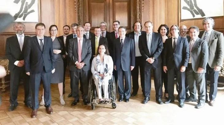 Gabriela Michetti y el embajador de Francia Pierre Henri Guignard encabezan el seleccioneado de argentinos homenajeados por los galos.