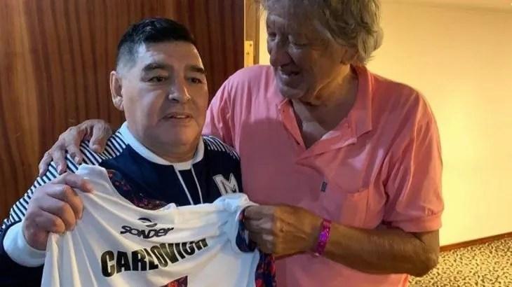 El Trinche Carlovich junto a Diego Maradona.