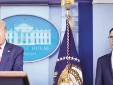SATISFACCIÓN. Donald Trump y su secretario del Tesoro, Steve Mnuchin, festejaron ayer los nuevos datos de empleo, al igual que el mercado financiero.