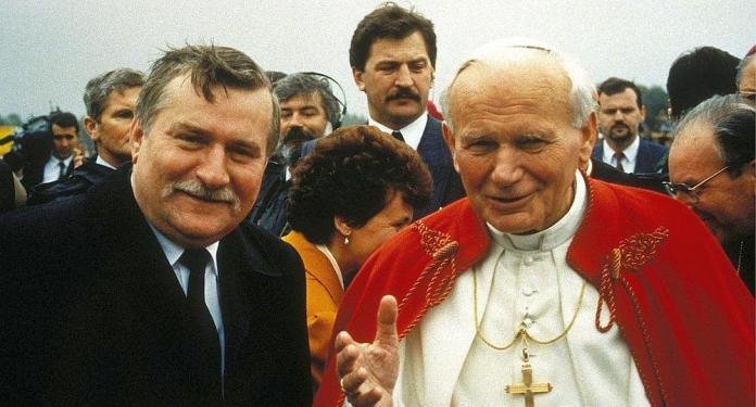 Resultado de imagen para Fotos de Pablo XI y Lech Walesa