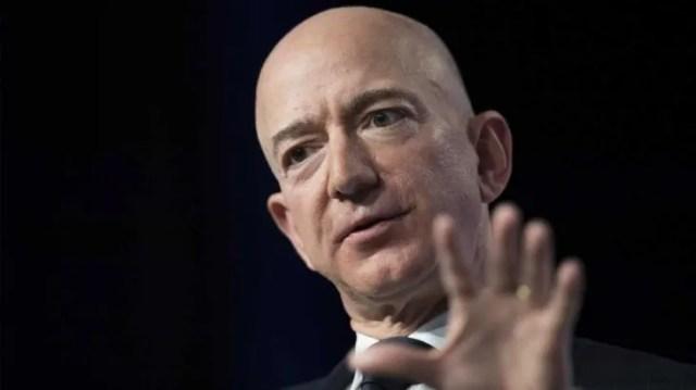 Jeff Bezos continúa liderando el ránking.