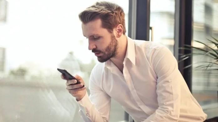 Hay una forma para manejar dos cuentas de WhatsApp desde un celular.