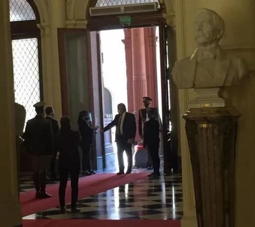 Así ingresaba el presidente Alberto Fernández este jueves a Casa Rosada.