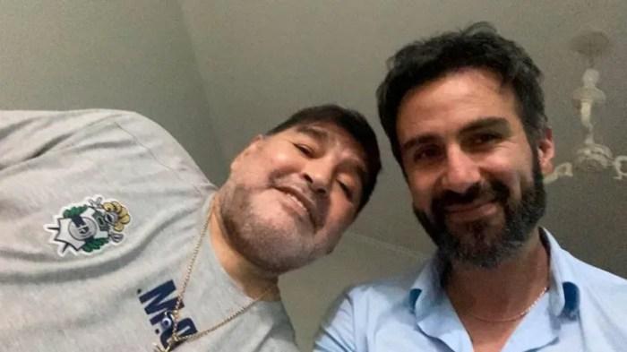 Diego Maradona junto al médico Leopoldo Luque.