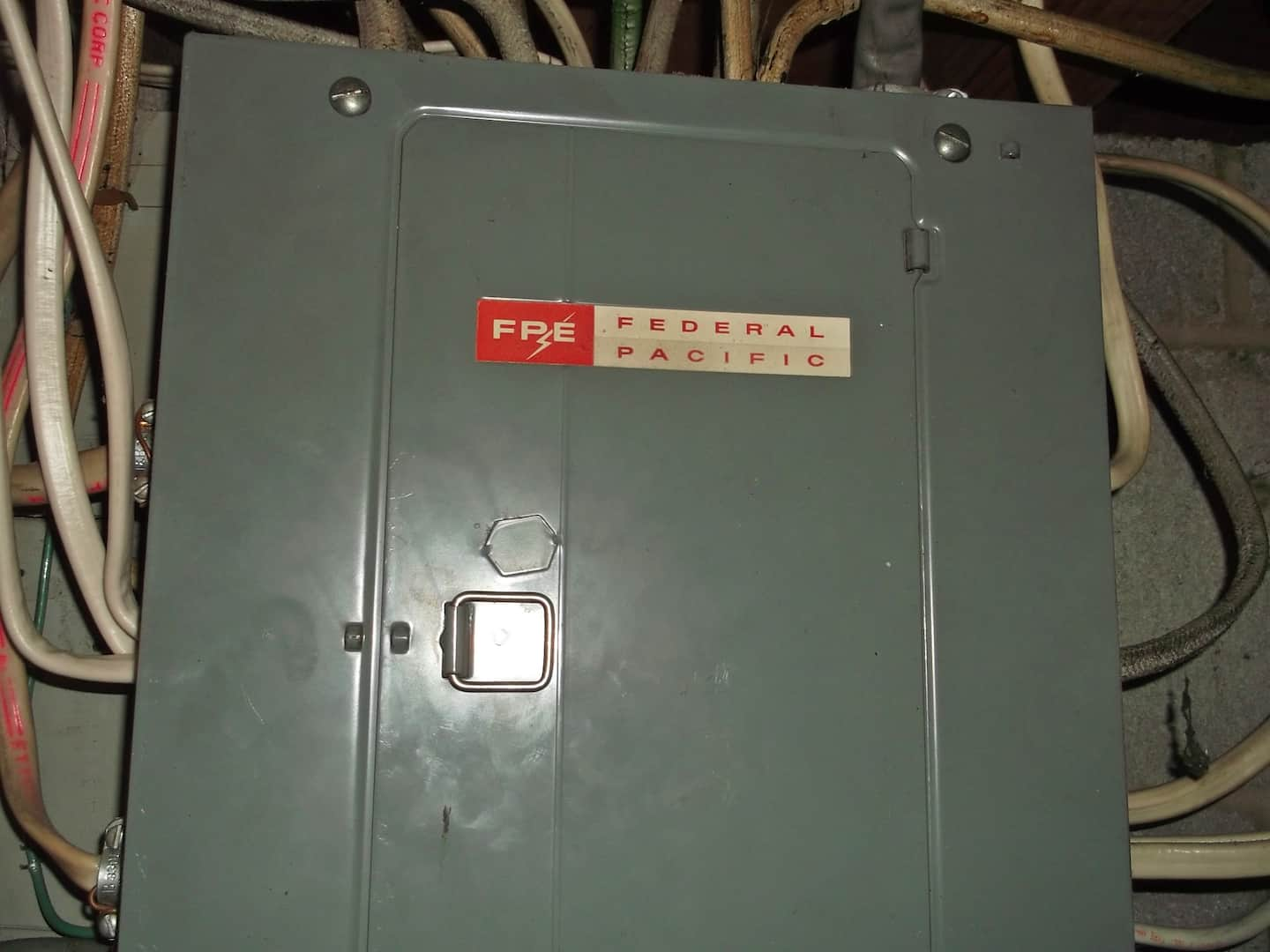 hight resolution of fuse box outside a house
