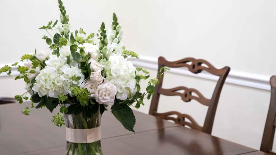 Do's And Don'ts For DIY Wedding Flowers