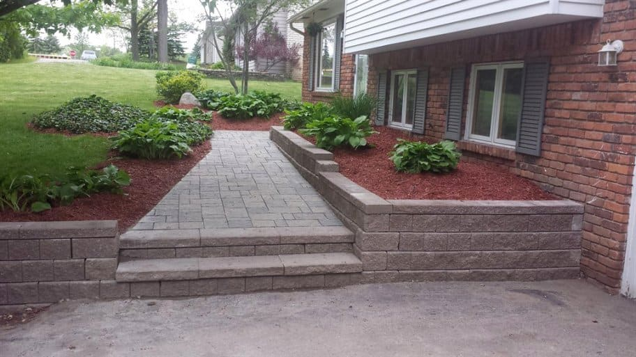 5 landscaping tips prevent basement
