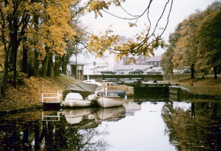 Göta kanal: slussen vid huset. Det var alltid lika läskigt och spännande att titta på slussningarna.