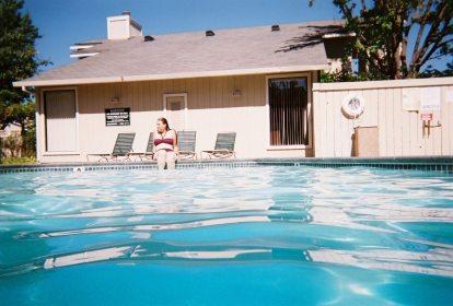 Julie Underwater 2