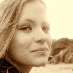Schoolhouse Beach: Amber