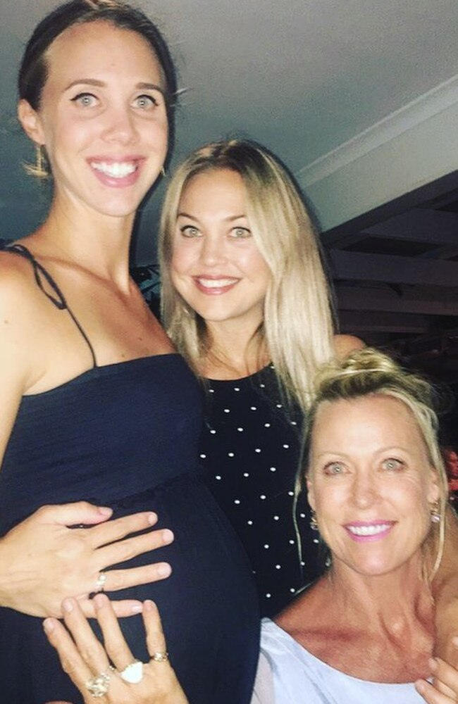 Jaimi Kenny (centre) with sister Morgan and mum Lisa Curry. Picture: Instagram