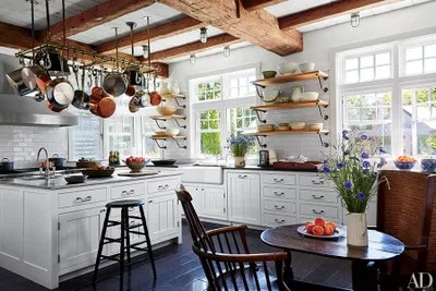 farmers sinks for kitchen fluorescent light 19 inspiring farmhouse sink ideas architectural digest at the charming martha s vineyard massachusetts summer home of lynn de rothschild and her husband sir evelyn conjures a rustic chic feel