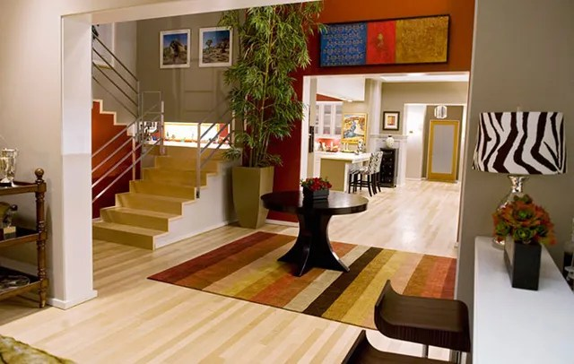 """Learn about the modern family in this image gallery. The Homes of ABC's """"Modern Family"""" Photos   Architectural"""