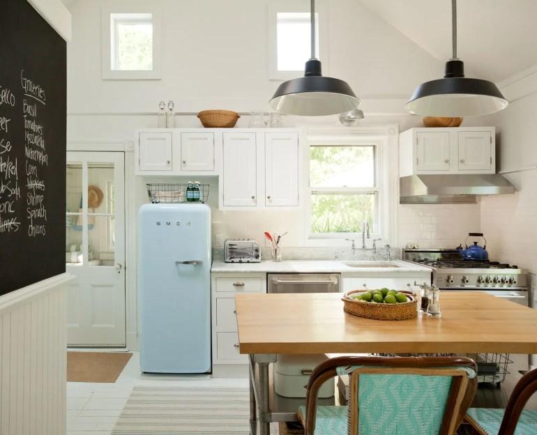 Küçük mutfak tasarımınızı tıpkı bu alan gibi düzenli ve düzenli tutacak küçük mutfak fikirlerini keşfedin.