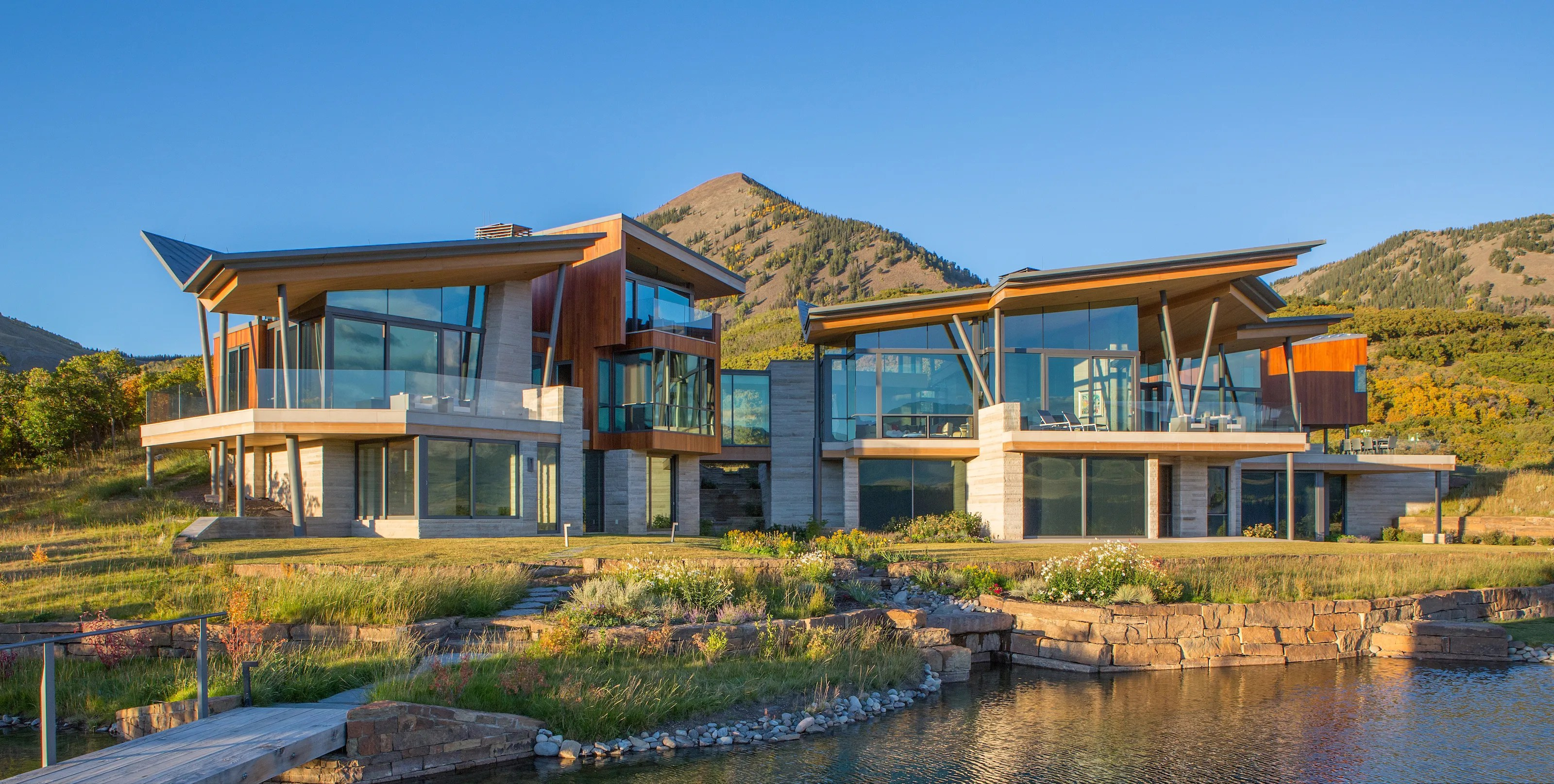 A $32.5 Million Glass House on the Edge of a Cliff in the