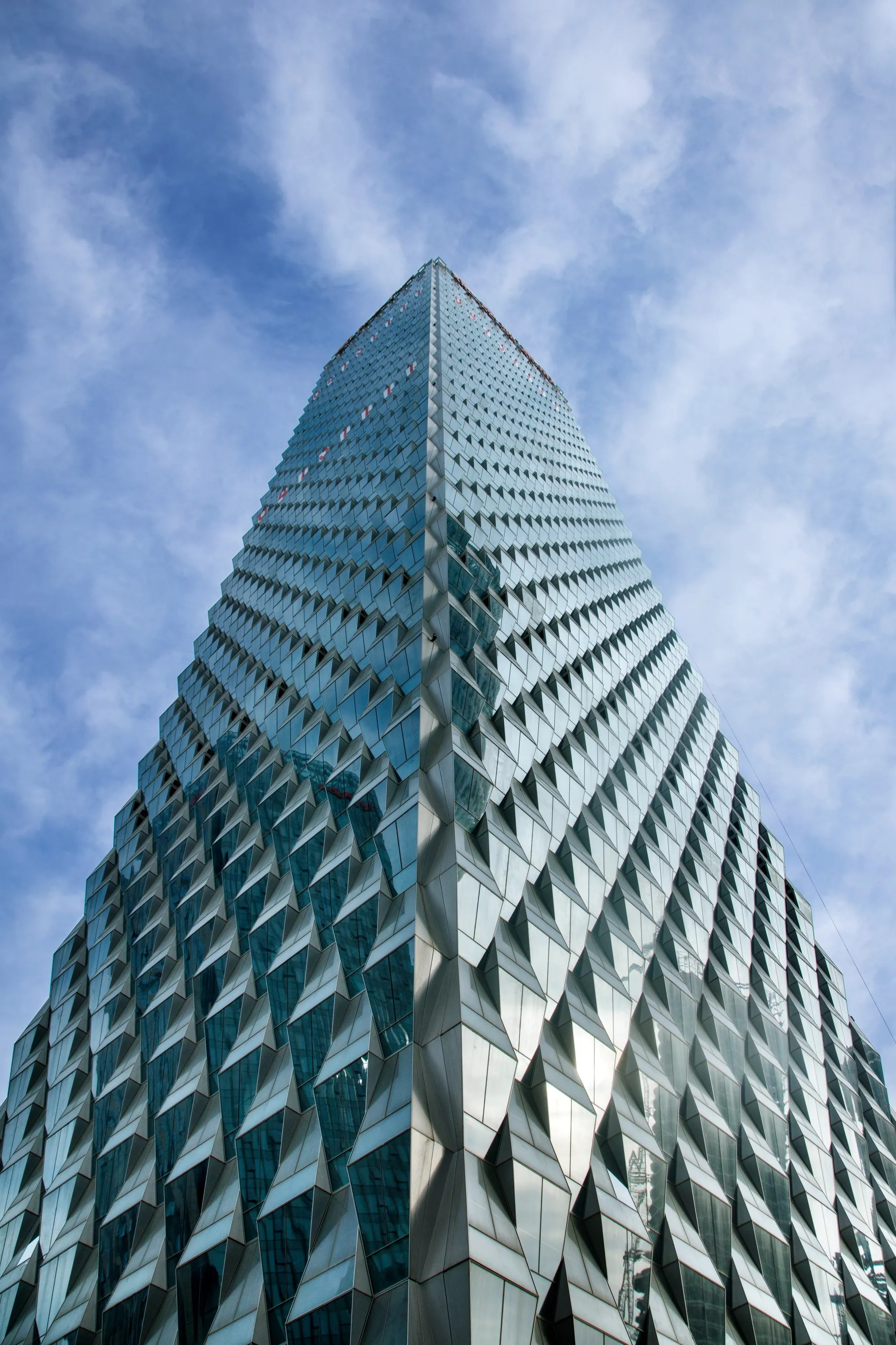 SOM Completes TrapezoidClad Tower in Beijing