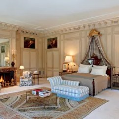 Modern Living Room With Persian Rug Colors To Paint Walls 29 Oriental Rugs For Every Space Architectural Digest In The Master Bedroom Of A Couples Chteauesque Villa Southwest Designer Peter Marino Custom