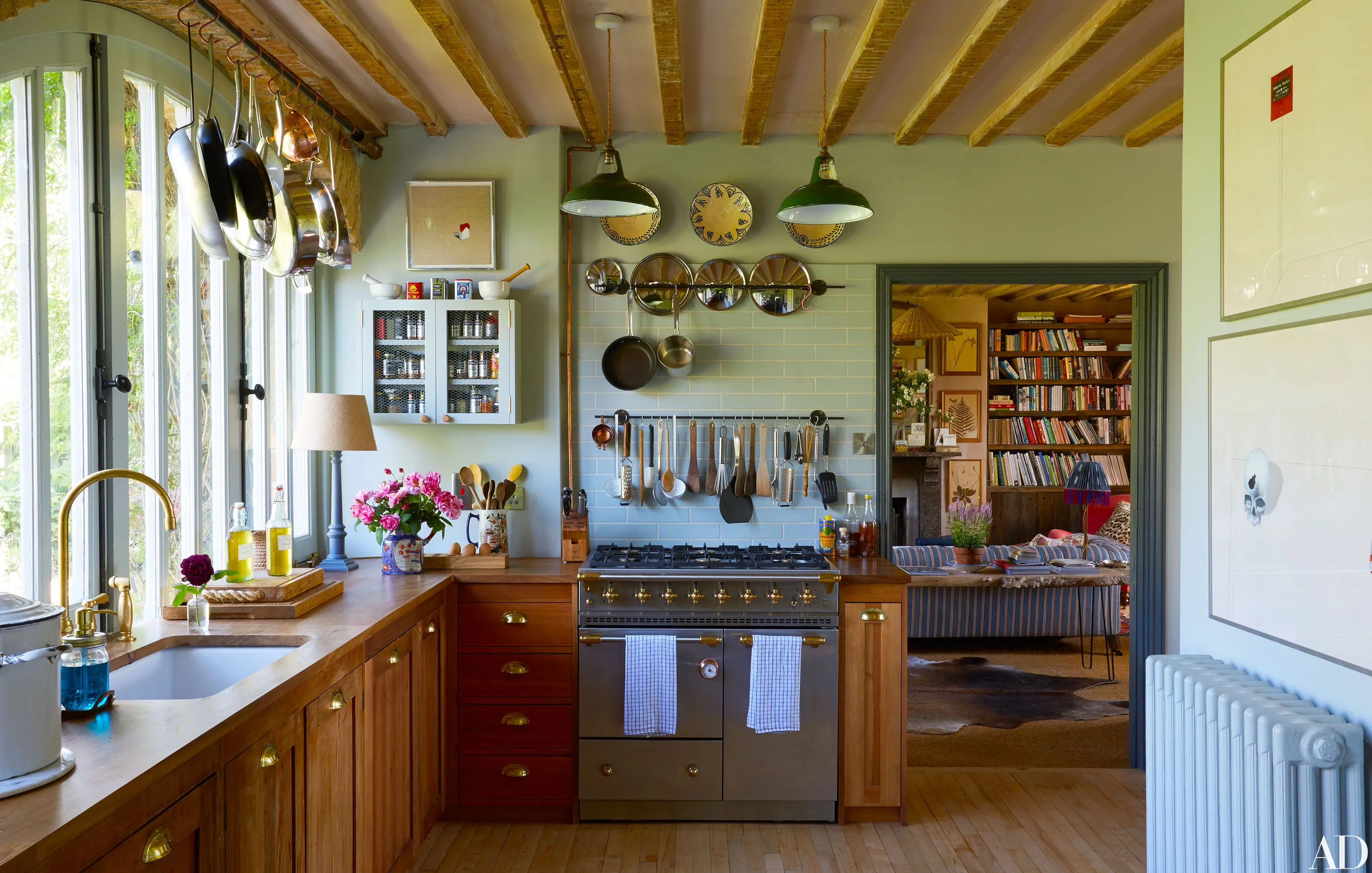 Fall Ceiling Wallpaper Design Amanda Brooks Invites Us Inside Her Dreamy English Country