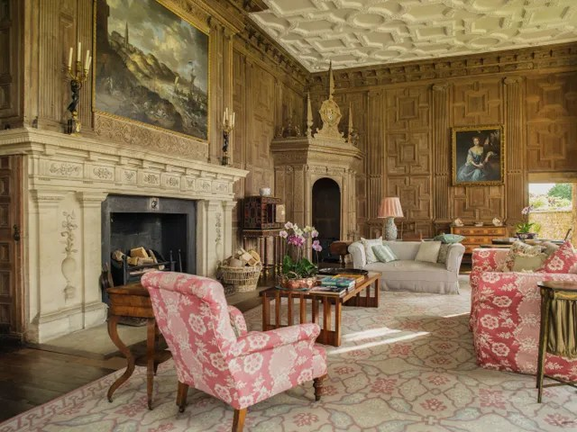 6 Historic Houses in England Owned by Modern Aristocrats