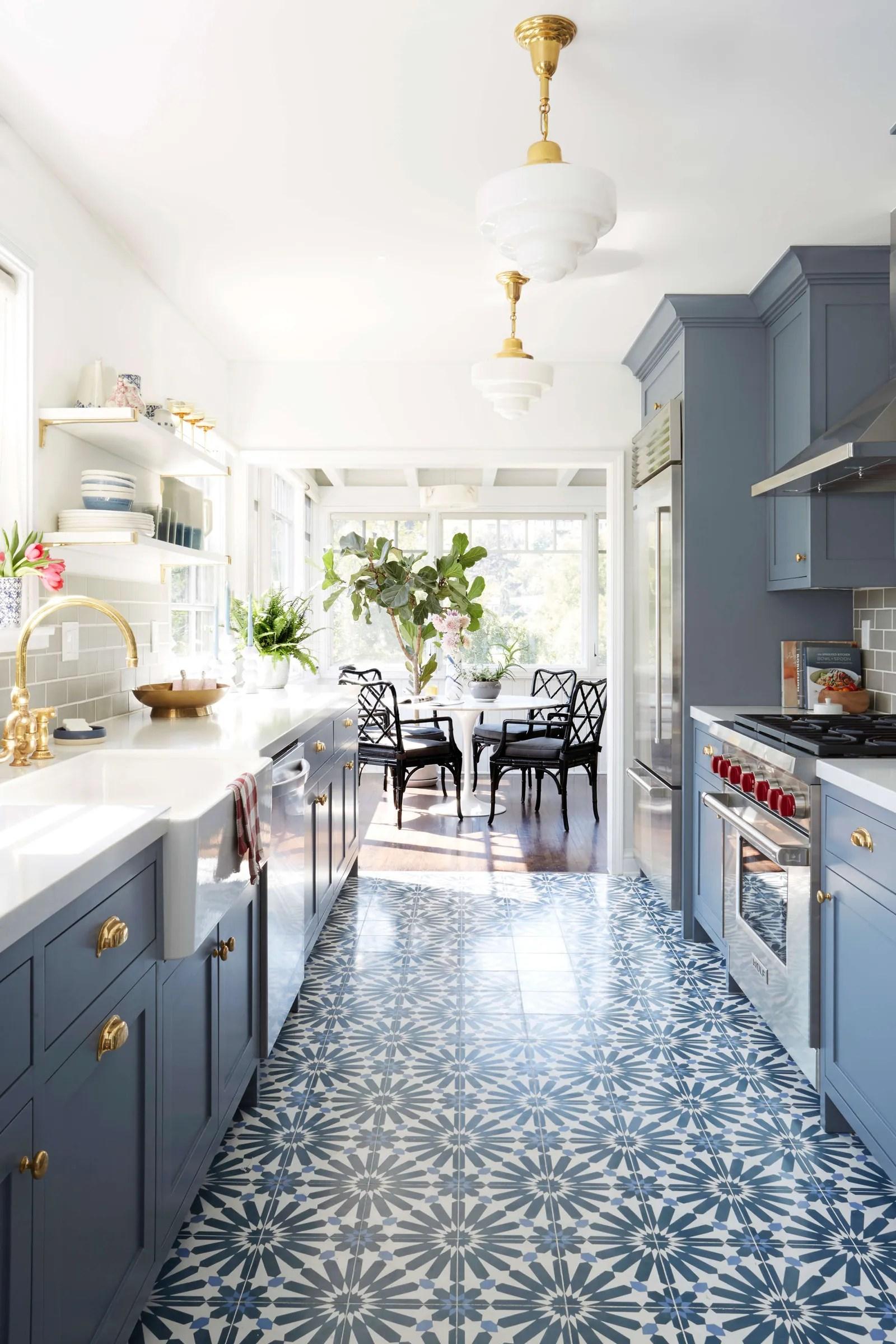 8 kitchen floor tile ideas to brighten