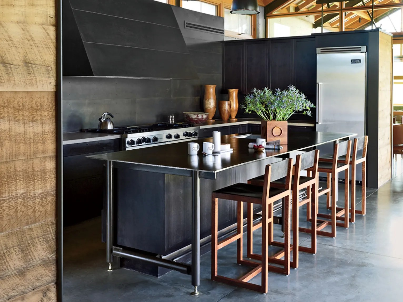 25 black countertops to inspire your