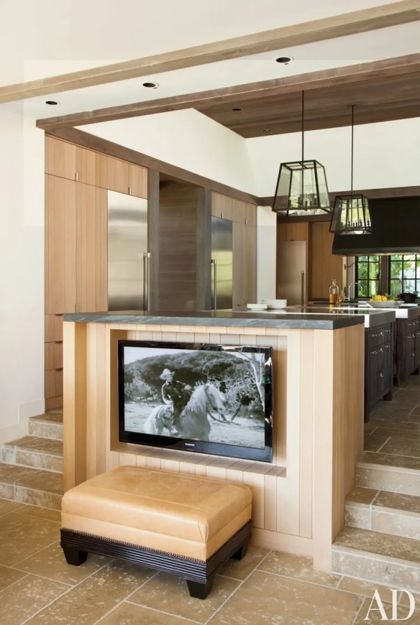 Rustic Kitchen by Rela Gleason and McAlpine Tankersley Architecture in Calistoga, California