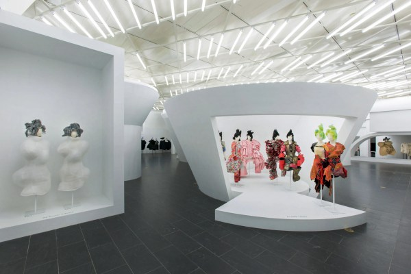 Met Ball And Costume Institute Rei Kawakubo Comme Des Garcons Art Of In