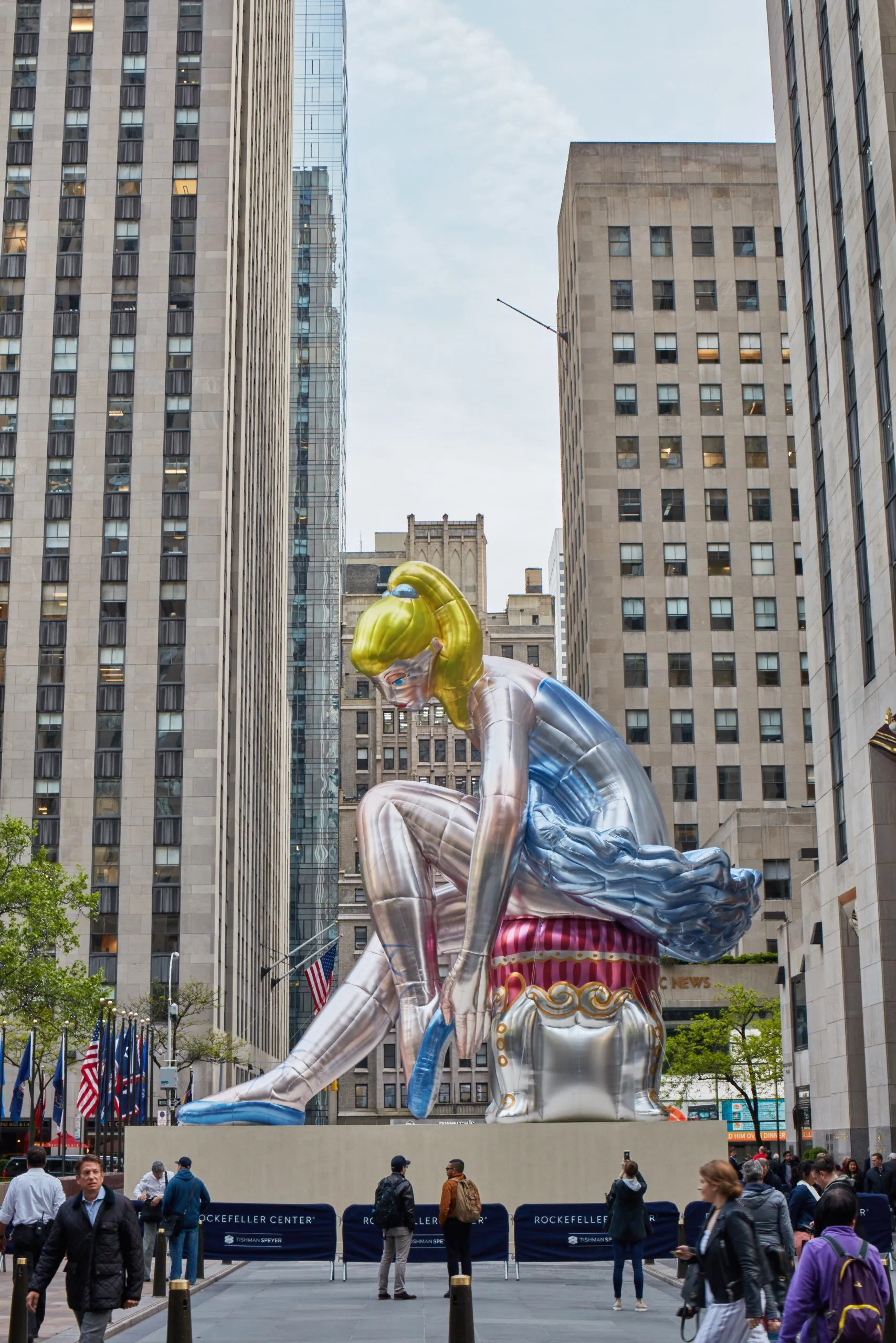Jeff Koonss Seated Ballerina Sculpture in NYCs