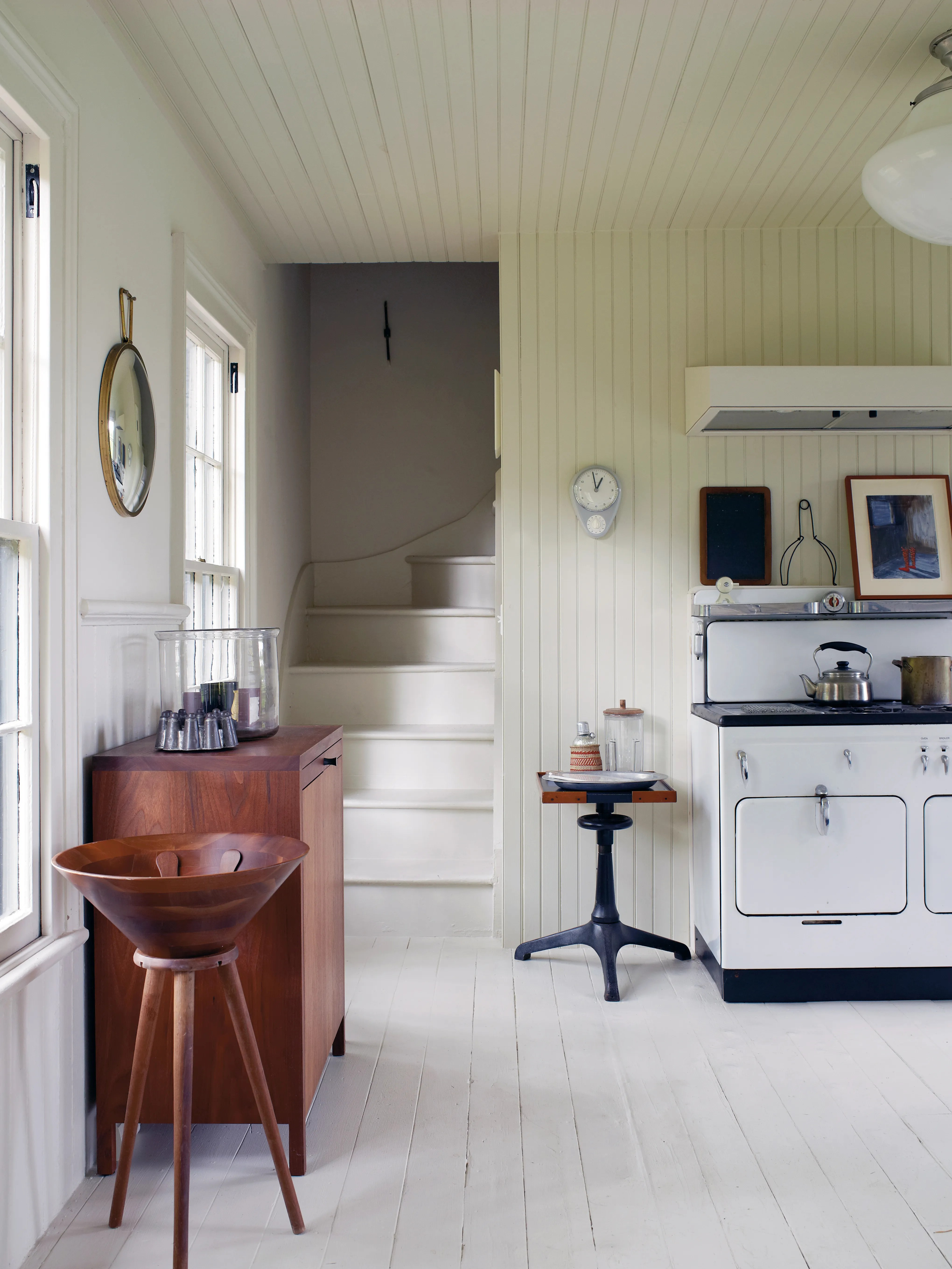 This Beadboard Paneling Trick Will Bring Continuity to a