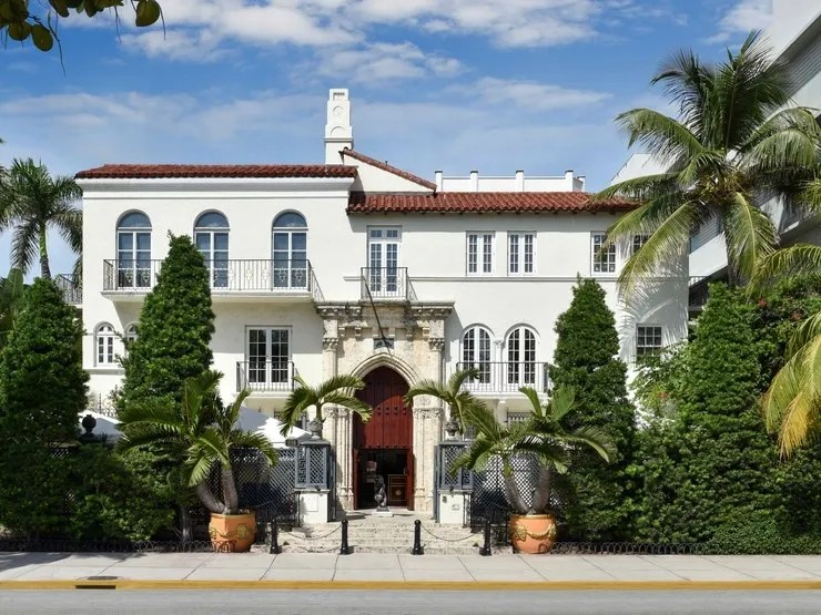 Ryan Murphy Fans Can Book a Stay in Gianni Versaces Former Mansion Before the Premiere of the