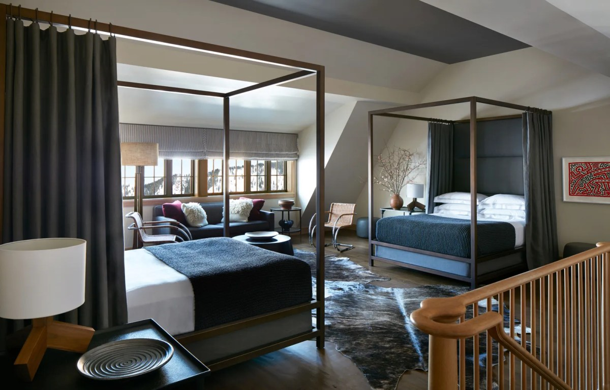 pЗаполнение комнаты для гостей двумя кроватями размера «queen-size» - еще один из дизайнерских приемов Nunnerleys. Идеально для пары ...