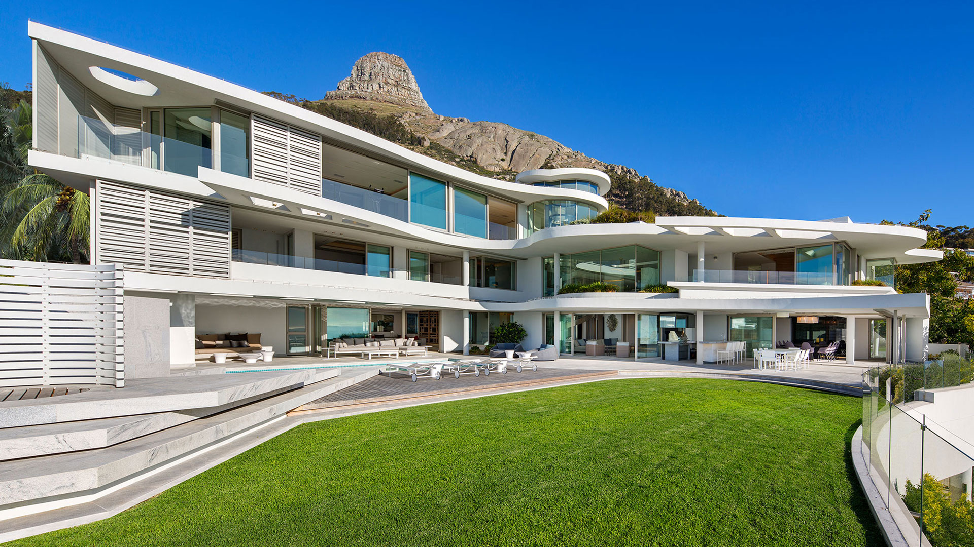 This Cape Town luxury house makes use of inventive design