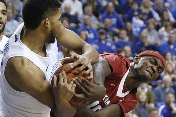 No. 1 Kentucky Routs Arkansas
