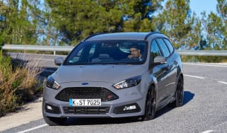 ford focus st estate review auto express
