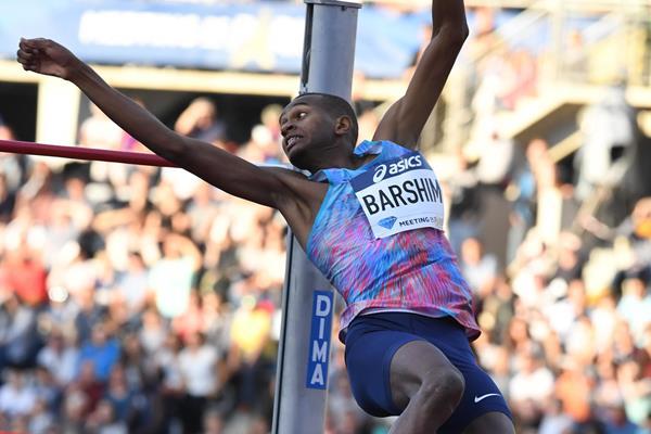 Mutaz Barshim leaping to victory in Paris (Gladys Chai von der Laage)