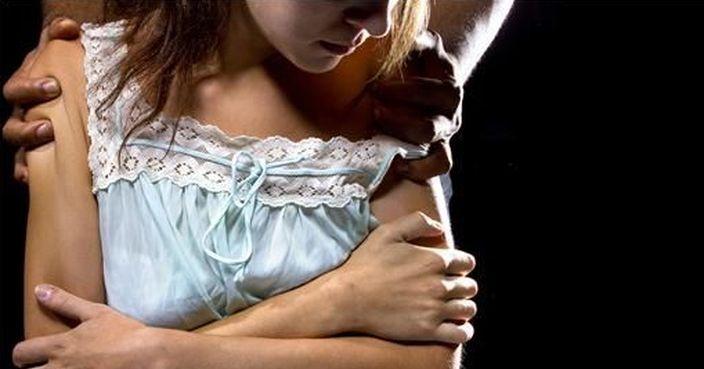 無視丈夫在旁 臺淫推拿師胸襲大肚人妻 | Plastic | 巴士的報