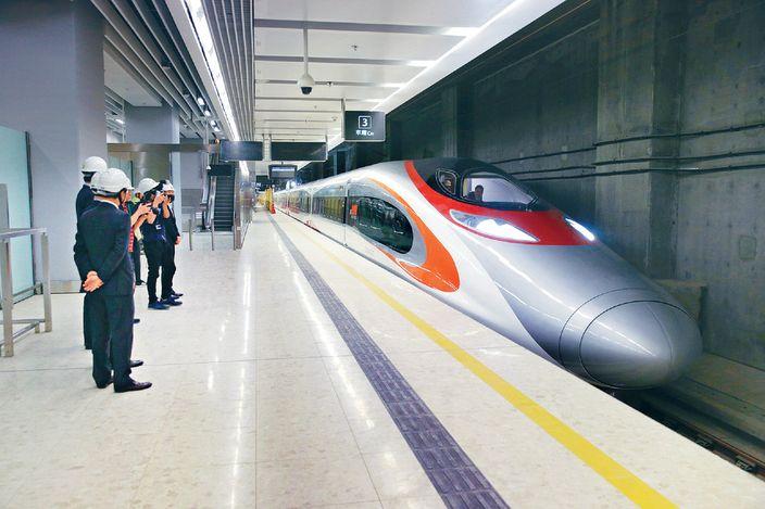 廣深港高鐵跨境試車 來往廣州南至西九龍   社會事   巴士的報