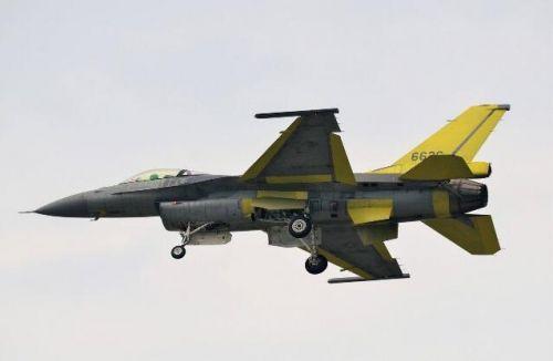 臺最強戰機F-16V首練公路起降 鼓吹能迎戰殲20 | 軍事