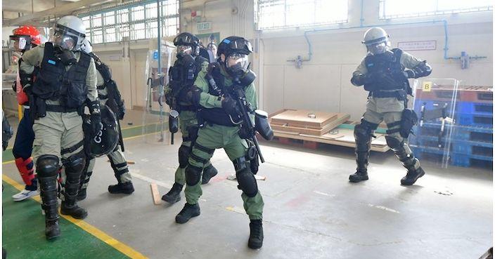 警務處委任不多於100名懲教員為特務警察 | 政事 | 巴士的報