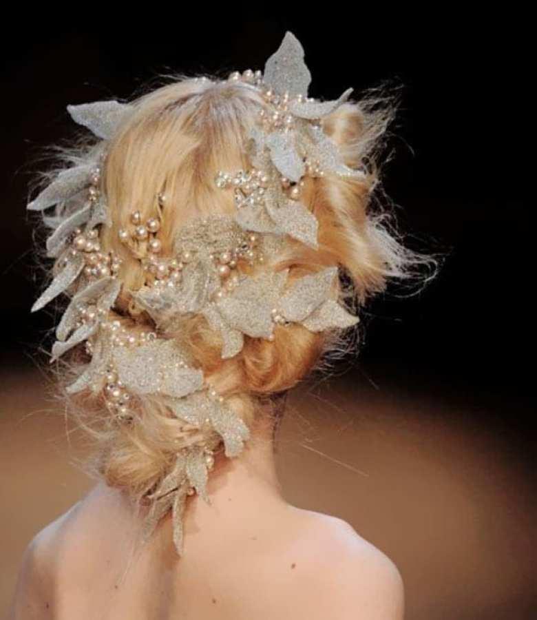 mode, skönhet, julpyssel, jul, julen, julfrisyr, frisyr, frisyrer, julfin, fin i håret, fixa håret, inspiration, hårinspiration, pyssel, kreativitet, snygga frisyrer, styla håret, fläta, krans, blad, lövkrans
