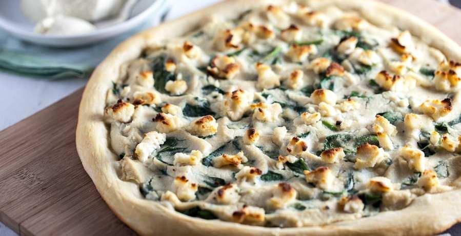 vego, vegopizza, recept, pizza, vegansk pizza, recept, mat, matglädje, inspiration, matinspiration, nyttig pizza, ricotta, vegansk ricotta, spenat, vitlökssås, vegansk vitlökssås