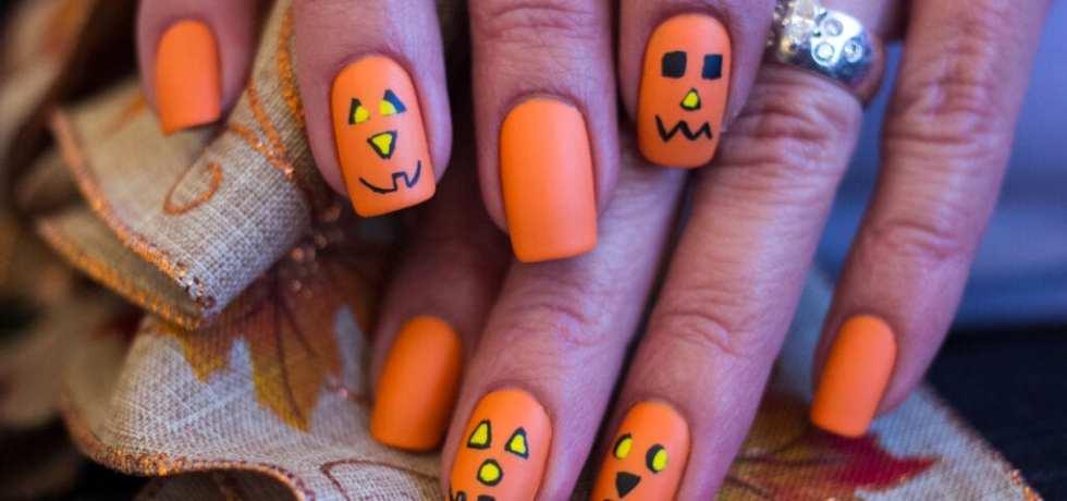 snygga halloweennaglar
